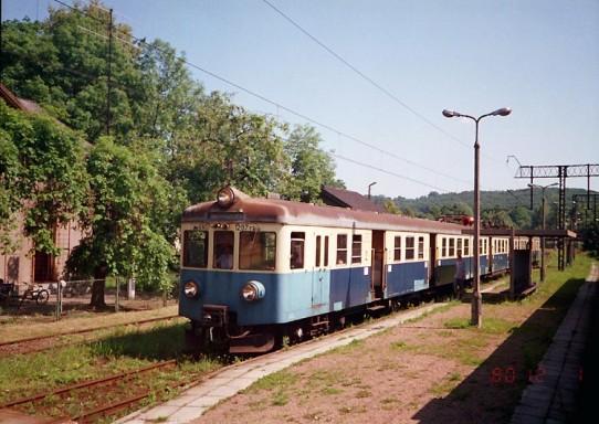 EN57-1297 pociąg nr 3324 relacji Wadowice-Trzebinia na Stacji Regulice