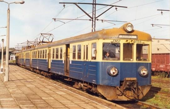 Peron 4 na stacji w Trzebini, za moment wyruszy pociąg do Wadowic przez Spytkowice.