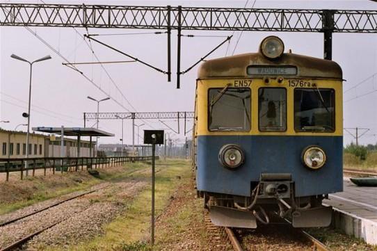 Wadowice - Wrzesień 2002 Jednym z ostatnich pociągów (En57-1576) z Trzebini do Wadowic.