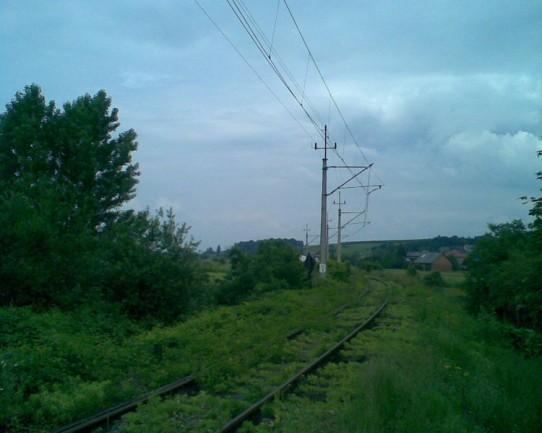 Woźniki, łuk, widok od strony mostu na Skawie