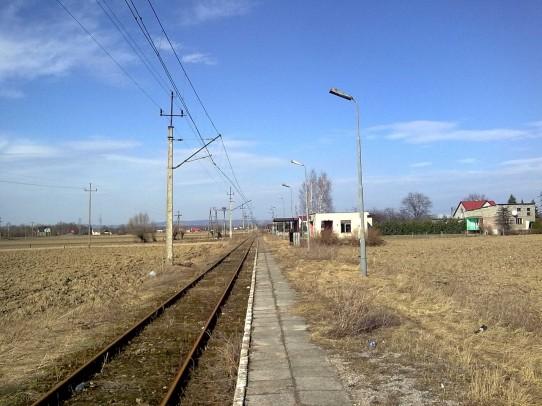 Przystanek osobowy w Trzebieńczycach, widok w kierunku Spytkowic